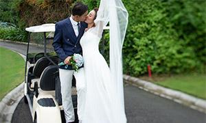 高尔夫球车上的人物婚纱照摄影原片