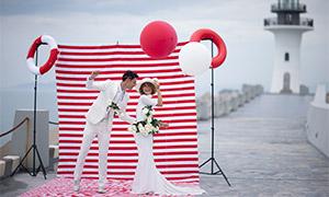 在红白条纹布前的美女帅哥高清原片