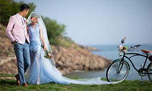 水边草地单车外景婚纱摄影原片素材