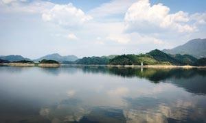 山水湖畔美丽风景摄影图片
