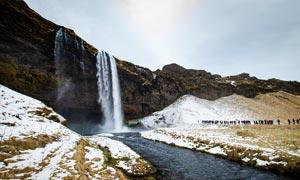雪后峽谷瀑布美景攝影圖片