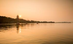 黄昏下的西湖风光美景摄影图片