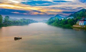 夕阳下的新安江美景摄影图片