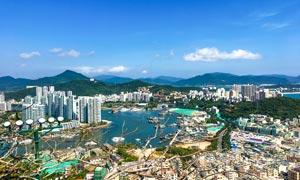 蓝天下的山城美景摄影图片