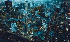 蓝色主题城市建筑夜景摄影图片