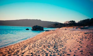 海边沙滩和脚印高清摄影图片