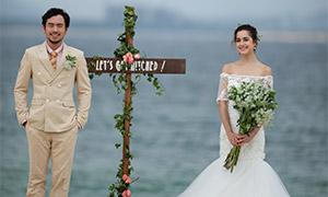 在海边十字架前的恋人婚纱摄影原片