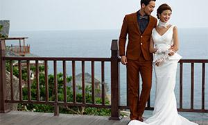 大海風景護欄邊的戀人婚紗高清原片
