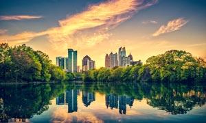 城市地产和湖泊美景摄影图片