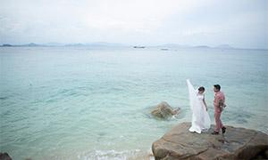 海边站在礁石上的恋人婚纱摄影原片