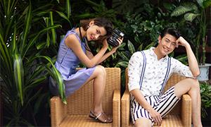 藤编椅上的恋人情侣写真照摄影原片