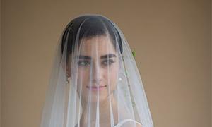 被薄纱盖着的新娘美女婚纱摄影原片