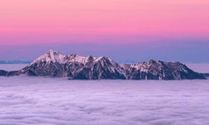雪山山頂美麗的云海攝影圖片