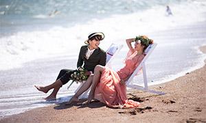 海边躺椅上的恋人婚纱摄影原片素材