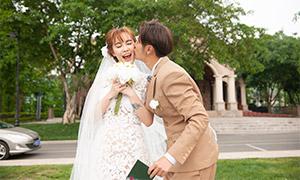 被吻的美女婚纱照摄影高清原片素材
