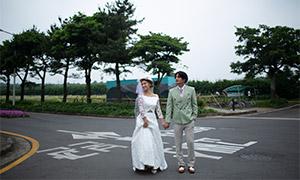 站在十字路口的恋人婚纱照高清原片