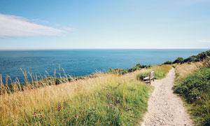 海边美丽的小路和靠椅摄影退片