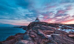 夕阳下的海边房屋美景摄影图片