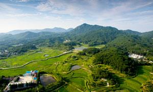 美丽的山村景色航拍图摄影图片