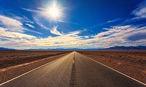 阳光下的公路美景摄影图片