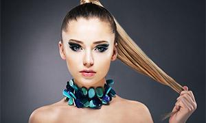 马尾长发彩妆美女人物摄影高清图片
