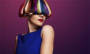 炫彩頭發紅唇美女人物攝影高清圖片