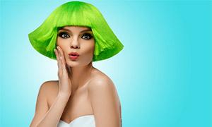 綠色頭發的抹胸裝美女攝影高清圖片