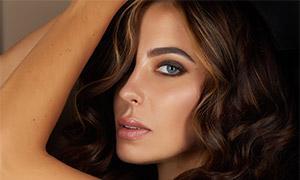 卷發美女人物模特特寫攝影高清圖片