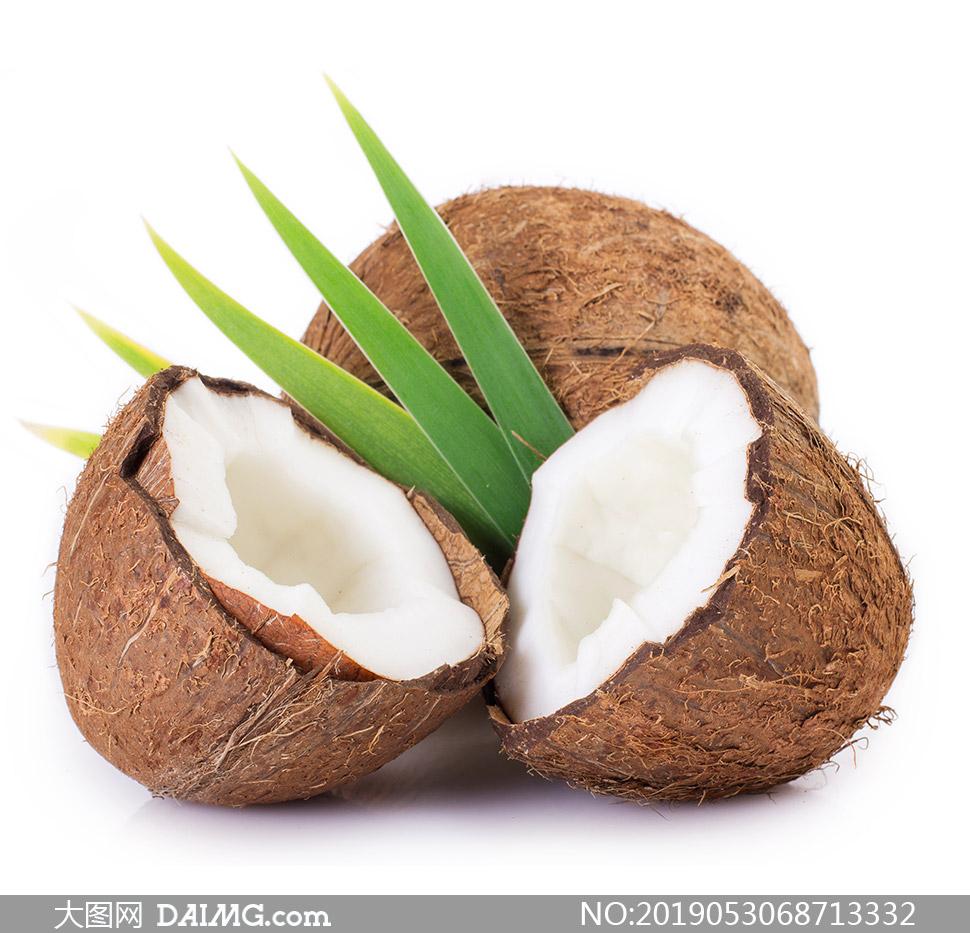 被打开的椰子近景特写摄影高清图片