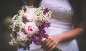 新娘手中混搭捧花特写摄影高清图片