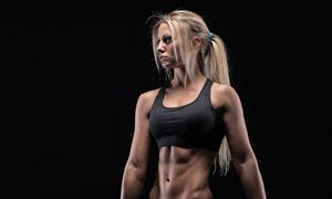 扎着马尾发的健身美女摄影 澳门线上必赢赌场