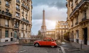红色汽车与埃菲尔铁塔摄影高清图片