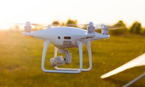 准备升空的无人机特写摄影高清图片