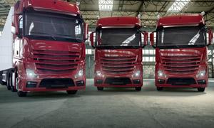 仓储基地物流运输卡车摄影 澳门线上必赢赌场