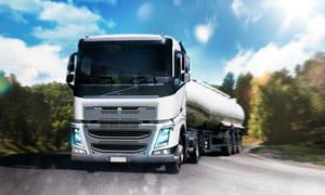户外公路上的货运卡车摄影高清图片