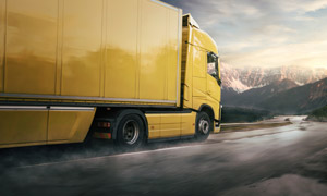 黄色车身物流货运卡车摄影高清图片
