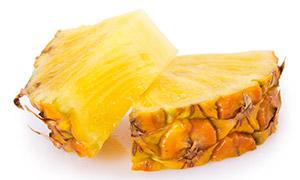 切成扇形状的菠萝特写摄影高清图片
