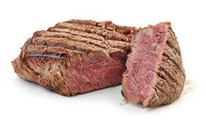 切开的鲜嫩多汁煎牛排摄影高清图片