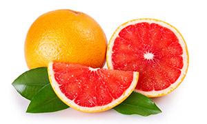切开显现红色果肉的葡萄柚高清图片