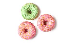 三个鲜艳的甜甜圈特写摄影高清图片