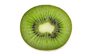 水润鲜嫩的绿心猕猴桃摄影高清图片