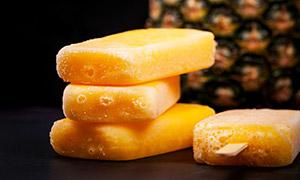 菠萝味的酷爽解暑雪糕摄影高清图片