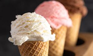 不同口味的冰淇淋特写摄影高清图片