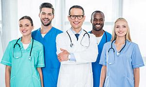 站成两排的医务工作者摄影高清图片