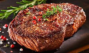让人勾起食欲的煎牛排摄影高清图片