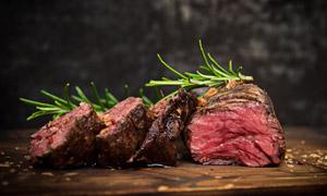肉质鲜嫩多汁烤肉特写摄影高清图片