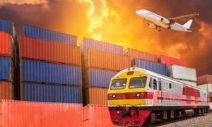 飞机集装箱与货运列车摄影 澳门线上必赢赌场