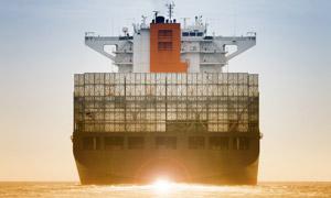 装载集装箱的巨型货轮摄影 澳门线上必赢赌场