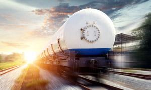 铁路上的槽罐车辆逆光摄影高清图片