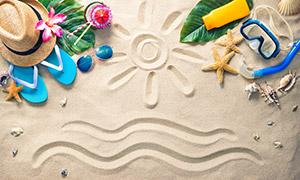 沙滩上的帽子与凉鞋等摄影高清图片
